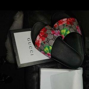 Gucci bloom supremes slides